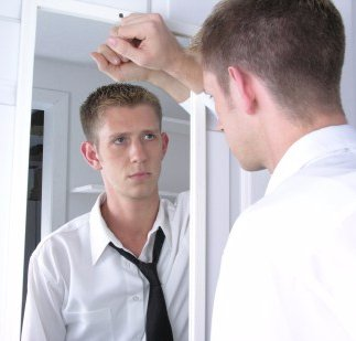 manlooking-in-mirror3